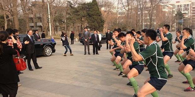 New Zealand PM tries sports diplomacy in China