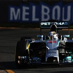 Lewis Hamilton breaks Australian hearts and clinches pole position