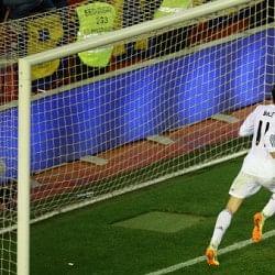 Gareth Bale's late winner helps Real Madrid beat Barcelona in Copa del Rey Final