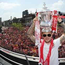 Jack Wilshere trolls Tottenham during FA Cup Victory Parade
