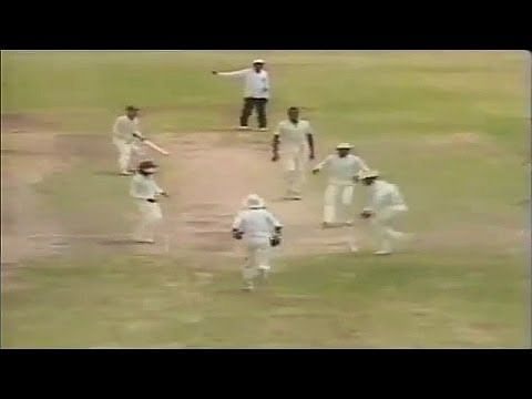Video: Dean Jones' unfortunate dismissal