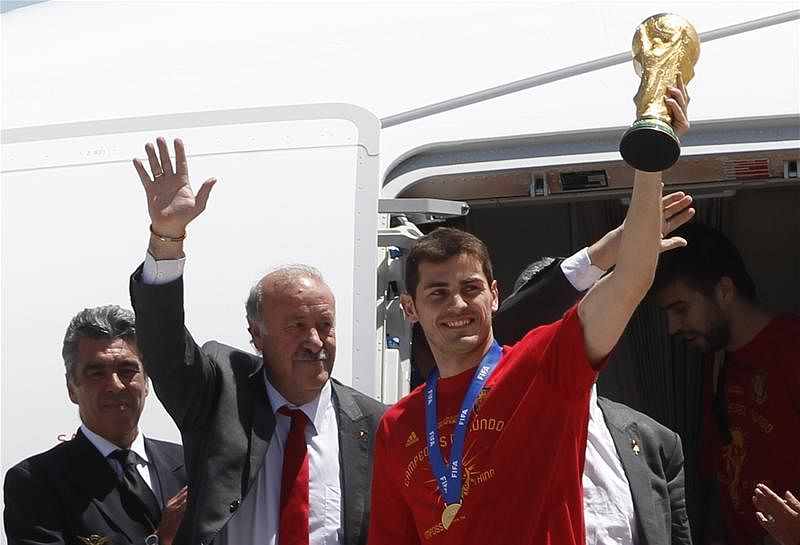 """Spain goalkeeper Iker Casillas apologises for his """"worst performance"""""""