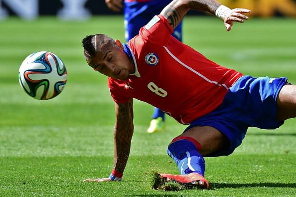 Reports: Manchester United deal for Arturo Vidal hinges on Juventus signing Ramires
