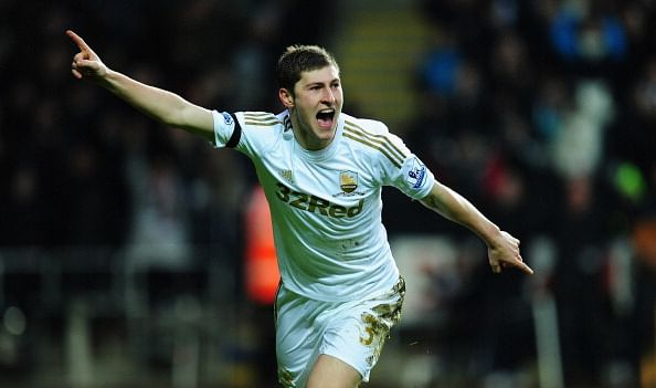 Reports: Spurs' £10 million bid for Ben Davies accepted, but Liverpool still lurking