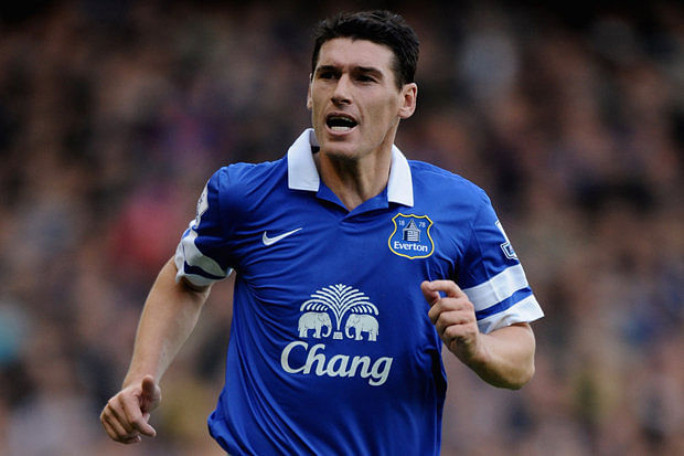 Everton sign Gareth Barry from Manchester City on a three-year-deal