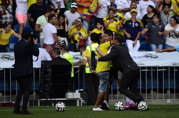 James Rodriguez's hugs pitch invader during his presentation at Santiago Bernabeu