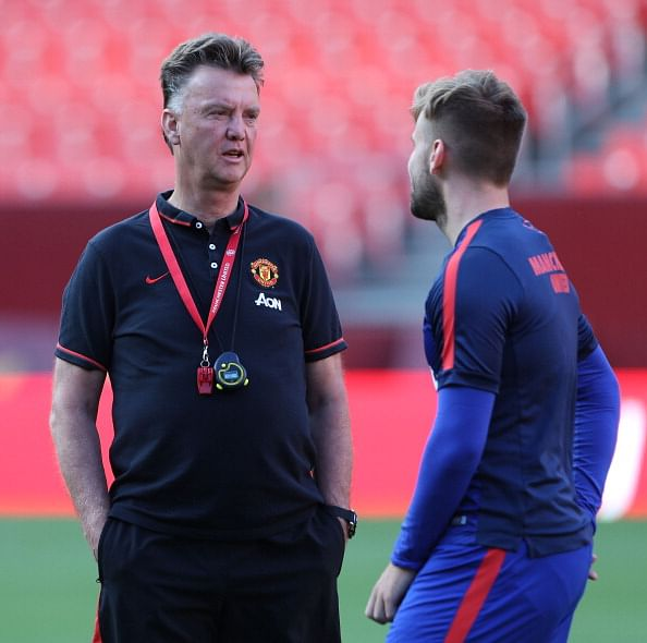 Manchester United coach Louis van Gaal makes Luke Shaw train alone
