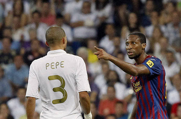 Video: Seydou Keita refuses to shake hands with Pepe and throws a water-bottle on him