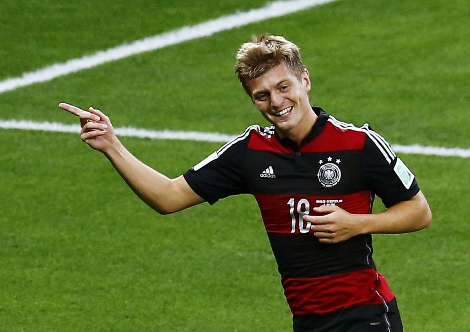 Bayern Munich's Toni Kroos confirms move to Real Madrid