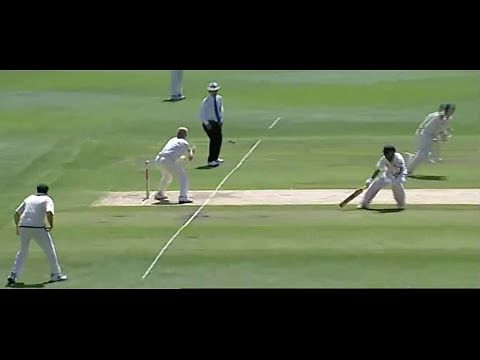 Video: Brett Lee and Adam Gilchrist miss easy run out opportunities on the same delivery