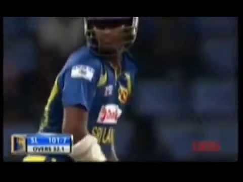 Video: Thisara Perera v Robin Peterson - 35 runs in one over