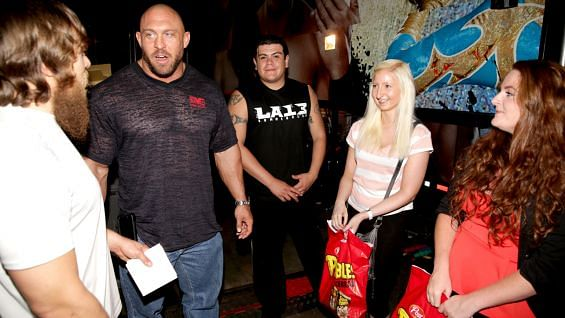 Which wwe superstars are dating in real life 2018