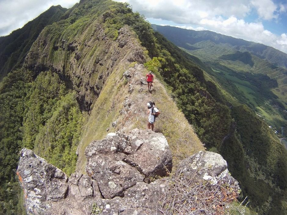10 death defying mountain climbing pictures