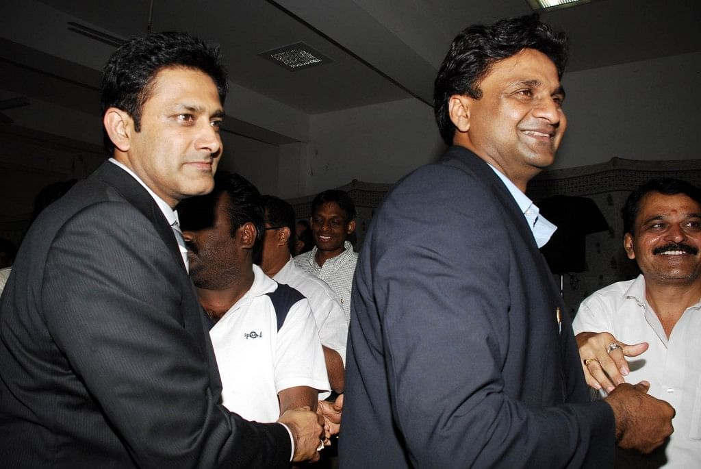 Anil Kumble and Javagal Srinath walk out of KSCA meeting in protest at the state of affairs in Karnataka cricket
