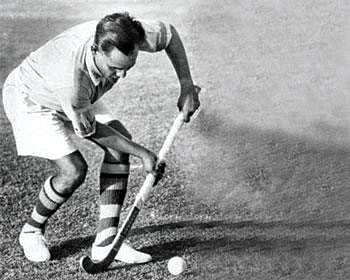 PM, Sports minister pay tribute to hockey legend Dhyan Chand