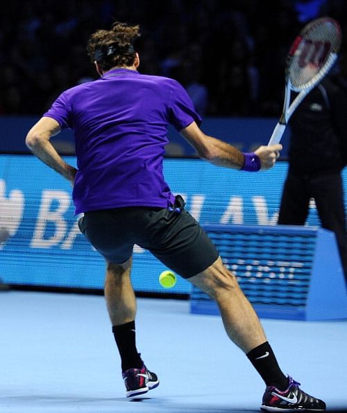 US Open 2014: Federer's trick shot hits opponent in the back, gives everyone a good laugh