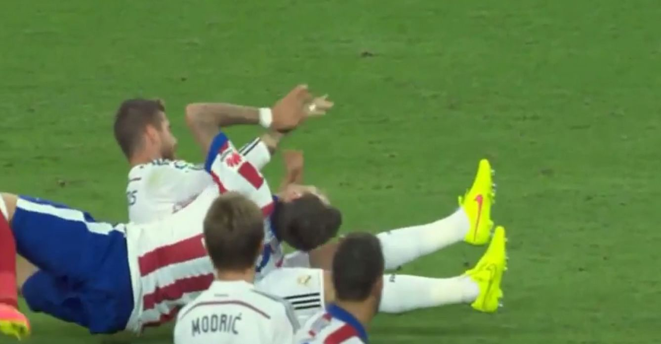 Sergio Ramos escapes red card for punching Mandzukic on his face