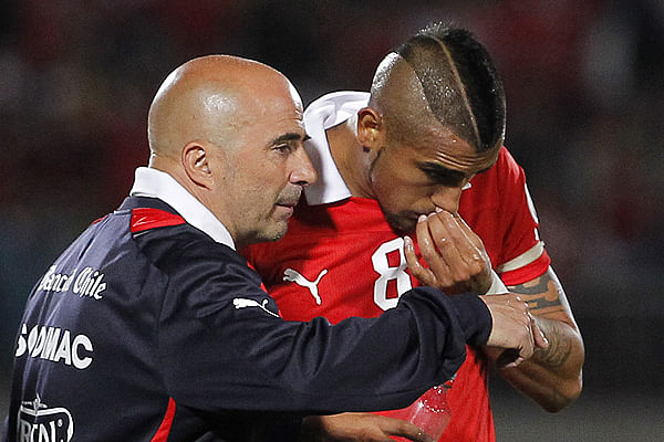 Arturo Vidal's knee troubles holding up transfer to Manchester - Jorge Sampaoli