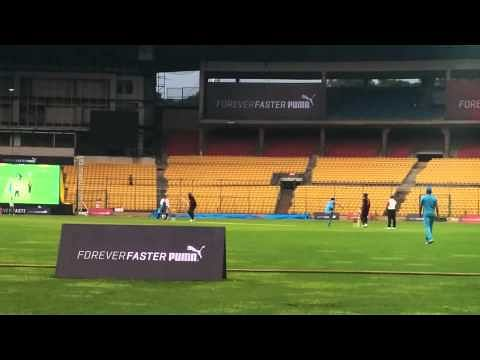 Video: Usain Bolt hits Yuvraj Singh for a huge six