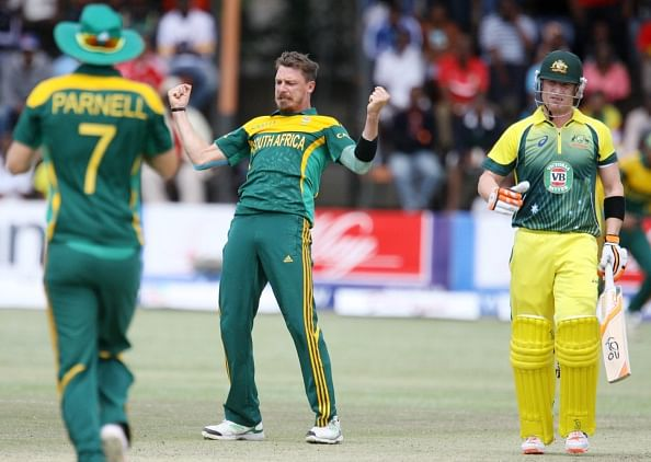 Video: Dale Steyn gets 2 wickets in 2 balls with some insane reverse-swing