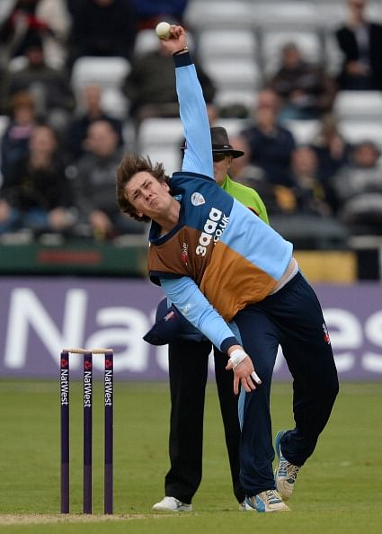 Tom Knight signs new one-year deal with Derbyshire