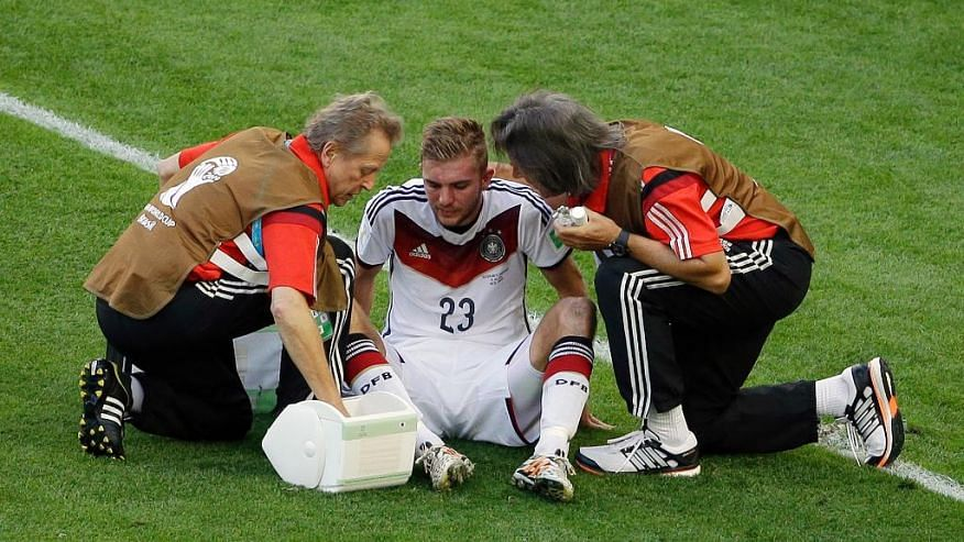 FIFA proposes concussion ruling giving team doctors final say in substitutions