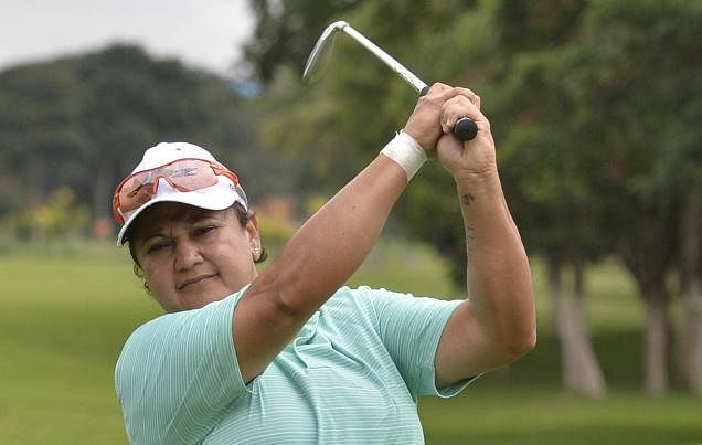 Smriti Mehra consolidates lead on second day