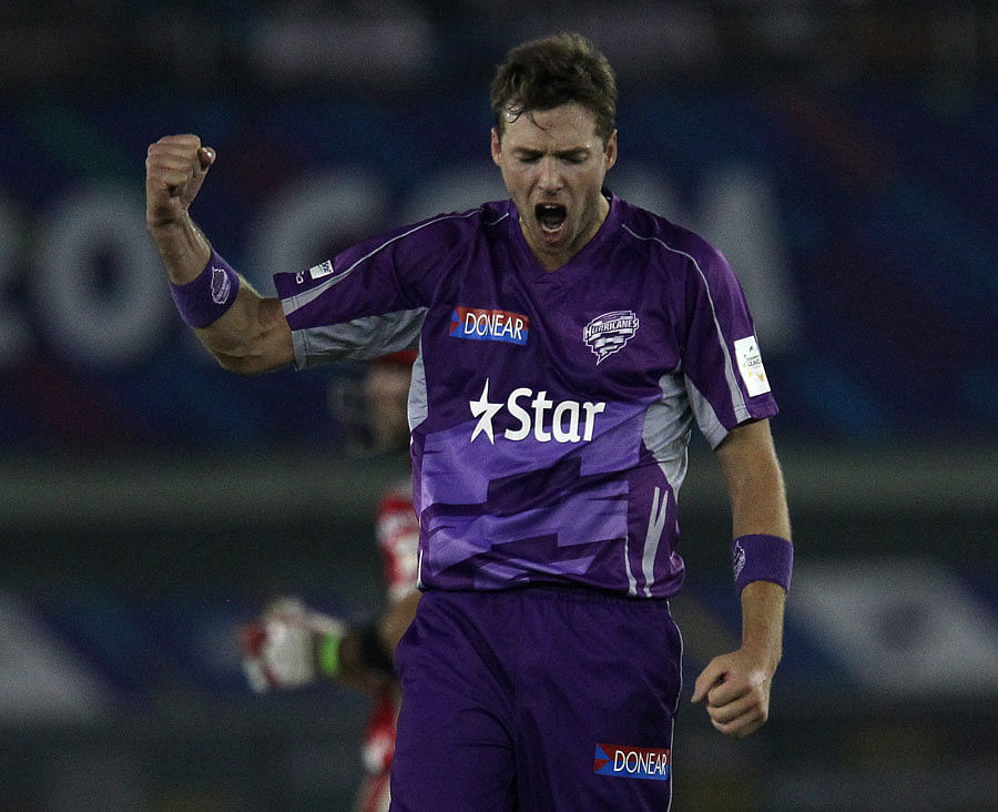 CLT20 2014: Hobart Hurricanes' Ben Laughlin reprimanded for breaching Code of Behaviour