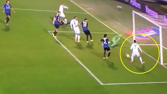 Video: Jose Callejon misses open goal from one yard out