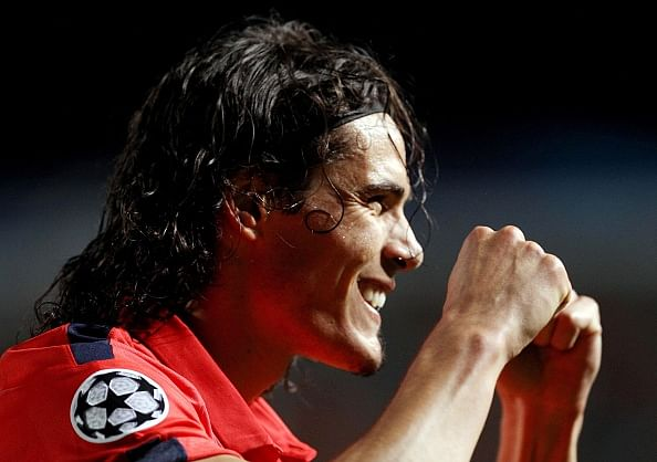 Video: Edinson Cavani changes goal celebration to avoid getting sent off again