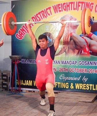 Khel Vikas athletes reap rewards at district weightlifting competition