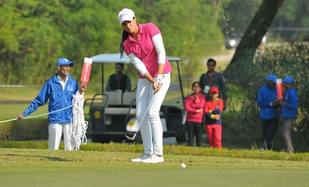 Gauri Monga leads on first day at Amateur championships