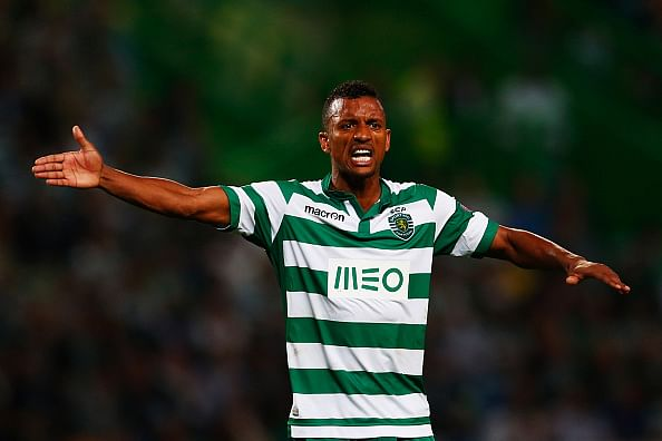Video: Nani makes amazing back-heel pass to referee in Sporting-Chelsea game
