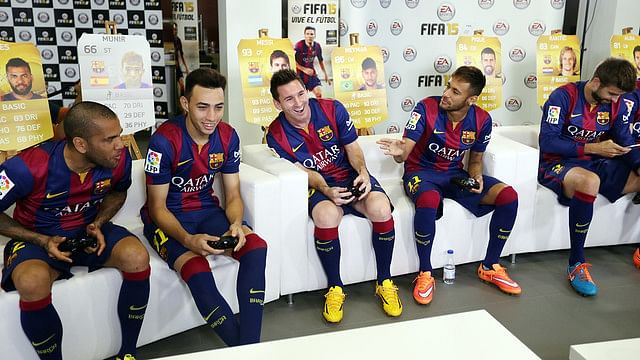 Barcelona stars get their hands on FIFA 15