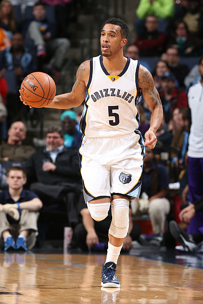 Courtney Lee scores an amazing point to clinch the match ...