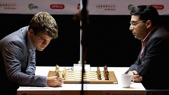 World Chess Championship 2014: Magnus Carlsen defeats Viswanathan Anand in game 6 despite a major blunder