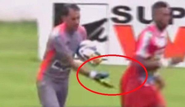 Video: Goalkeeper sent off for patting opponent's backside