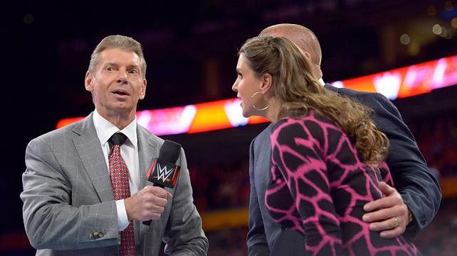WWE Monday Night RAW: Live commentary and results - November 17, 2014