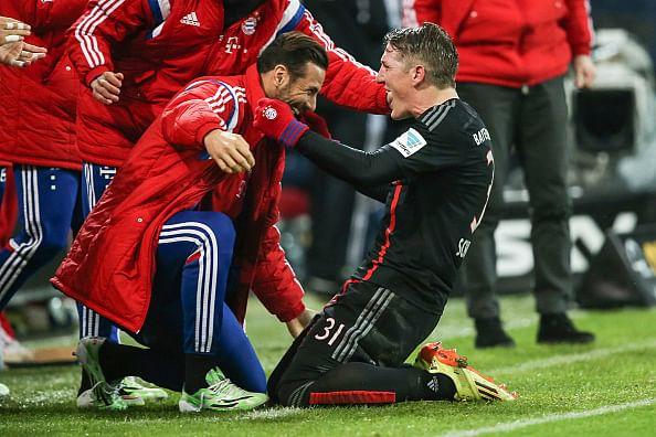 Video: Bastian Schweinsteiger scores from an exquisite free-kick against Mainz