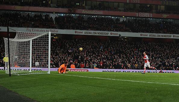 Former Chelsea goalkeeper not impressed by Santi Cazorla's cheeky 'Panenka' penalty