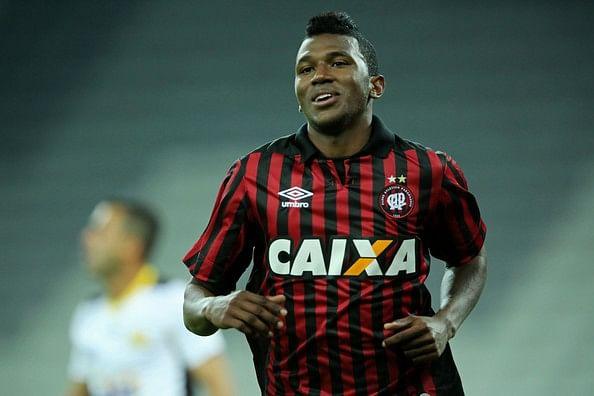 Douglas Coutinho também entra na mira do Tricolor