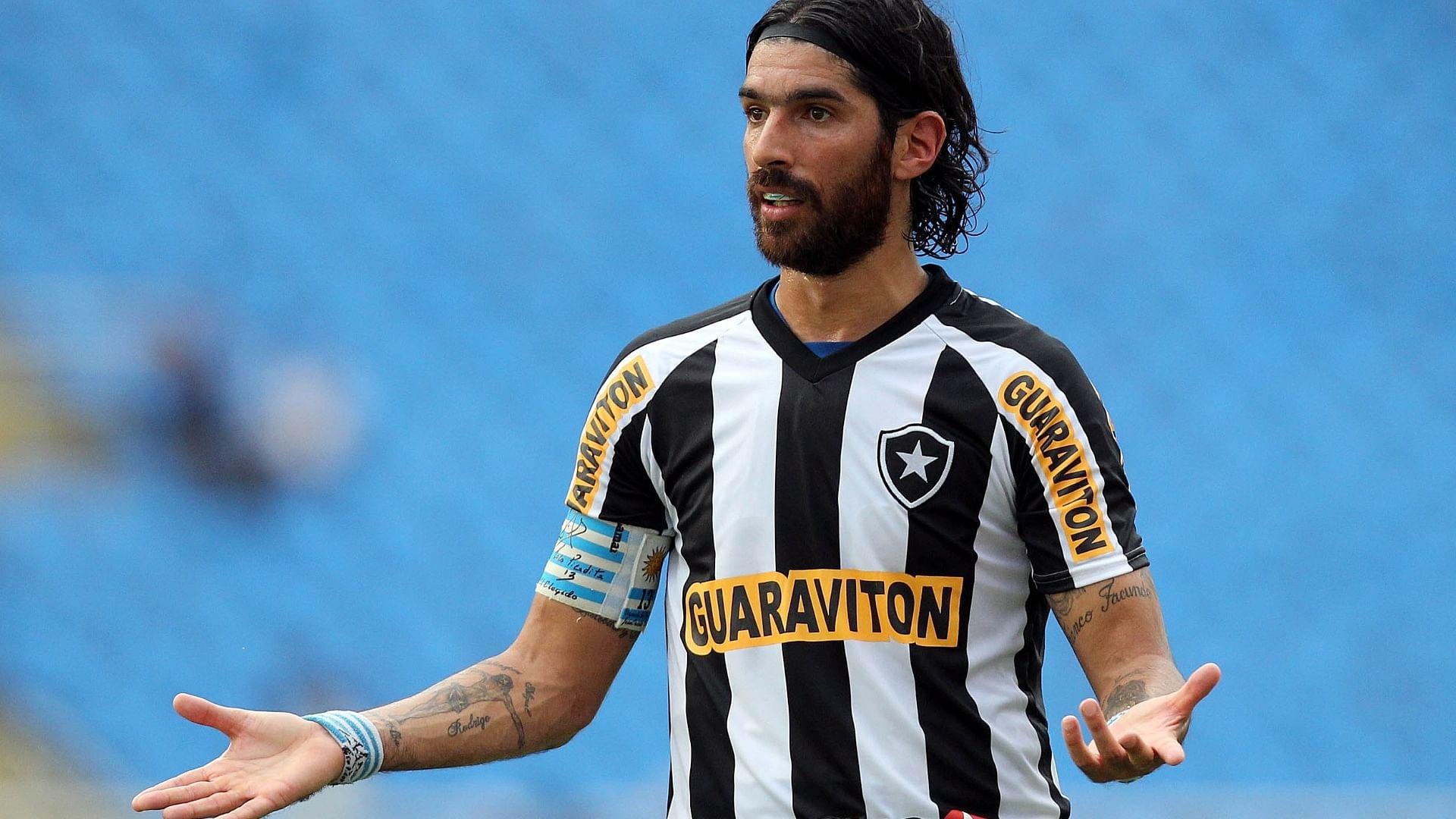 Botafogo in talks with Uruguay striker Abreu