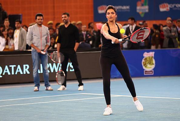 Video: Bollywood stars enjoy tennis