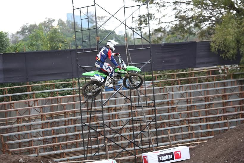 Stage set for Grand Finale of the CEAT Pune Invitational Supercross League 2014