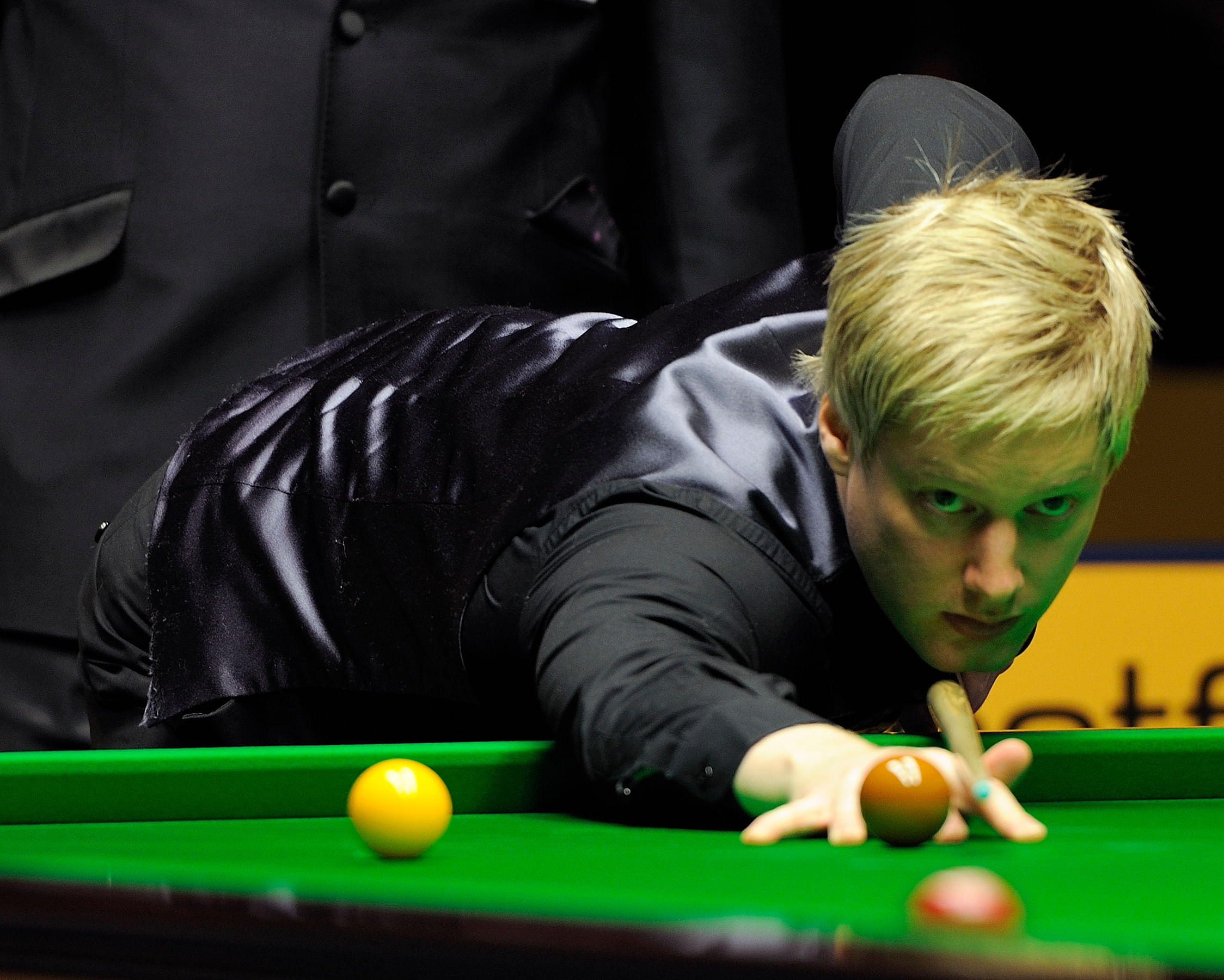 Neil Robertson beats Ronnie O'Sullivan to reach snooker Masters final