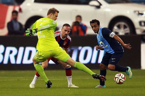 Video: Manuel Neuer comes out 35 yards to make two risky tackles in friendly