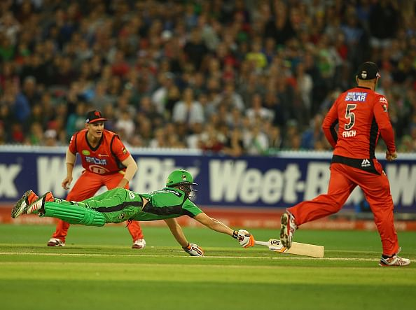 BBL: Melbourne Stars beat Melbourne Renegades after one of the most insane finishes to a cricket match ever