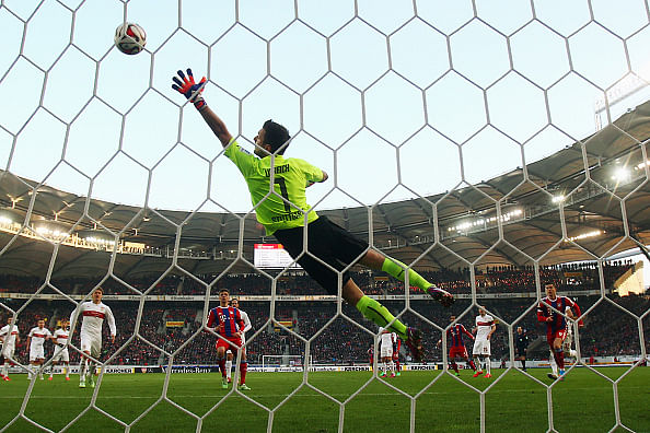 Video: David Alaba scores from a perfect free-kick for Bayern Munich from 35-yards-out