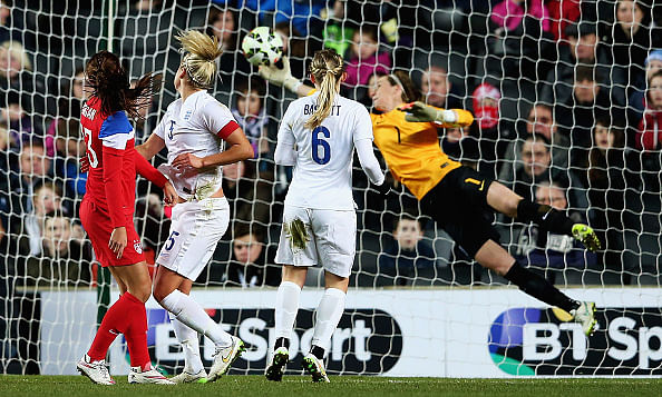 US beat England 1-0 in women's football friendly