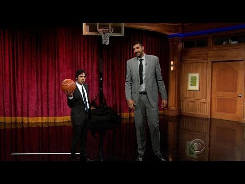 Video: Kunal Nayyar challenges Sim Bhullar to a hilarious free-throw competition